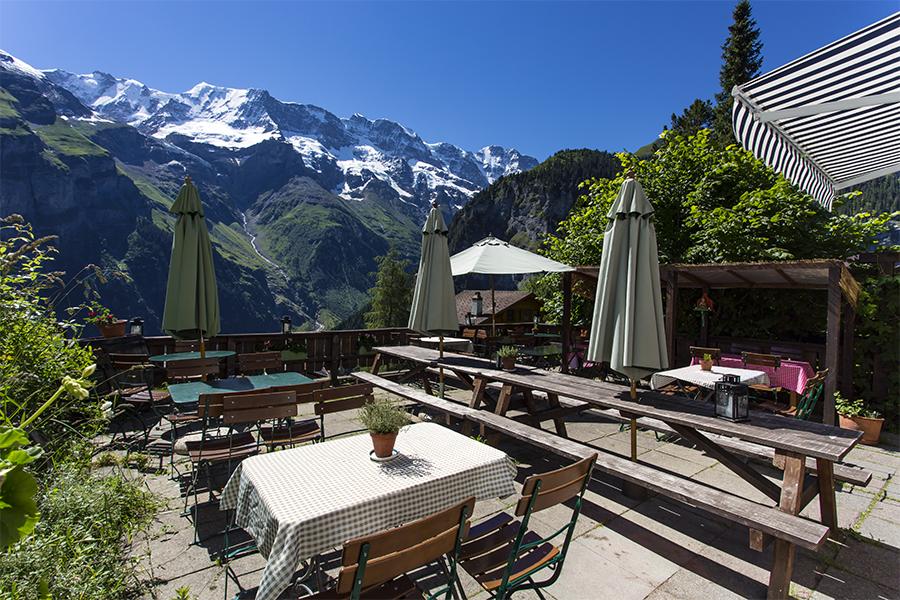 Restaurant_Pension_Gimmelwald_Terasse_Copyright_Heidi_Broennimann